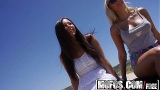 Mofos – Stranded Teens – Ally and Angie – Finger-banged Squirter